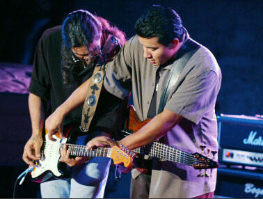 Los Lonely Boys (Henry and JoJo)