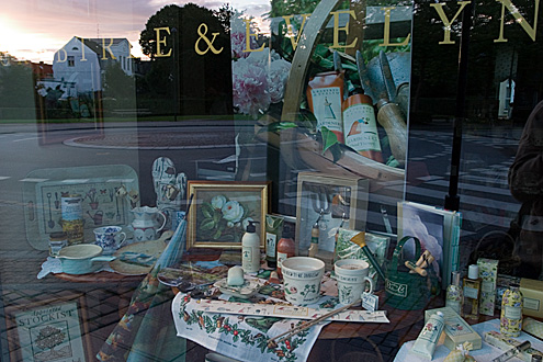 Victoria's shop window, Lyngby Hovedgade 9A